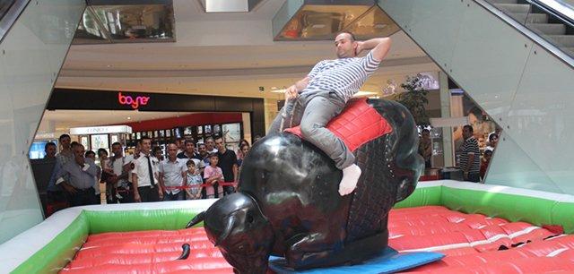 Babalar Rodeo Yarışması'nda stres attı