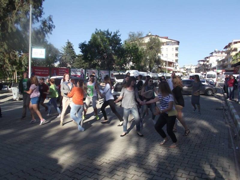 mob-dans (1)