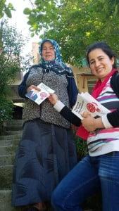 Chp Belen Kadın Kolları kapı kapı broşür dağıtıyor (5)