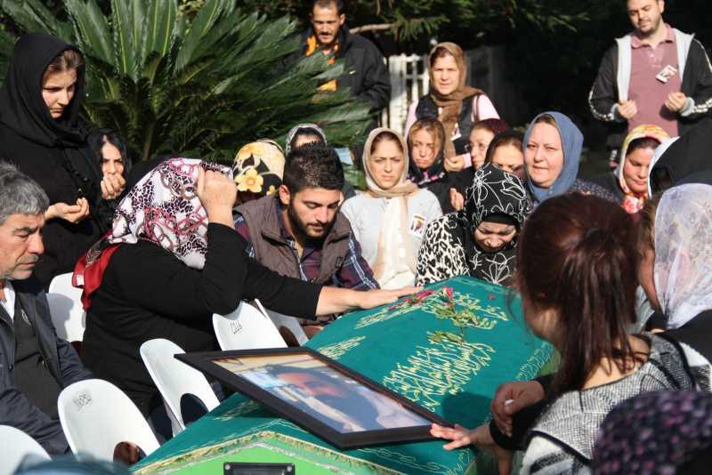 selçuk inanın kuzenini cenazesine katıldı (1)