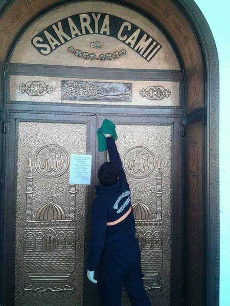 Camiilerde Temizlik Çalışmaları Devam Ediyor