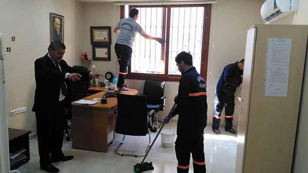İskenderun'da temizlik çalışmaları devam ediyor