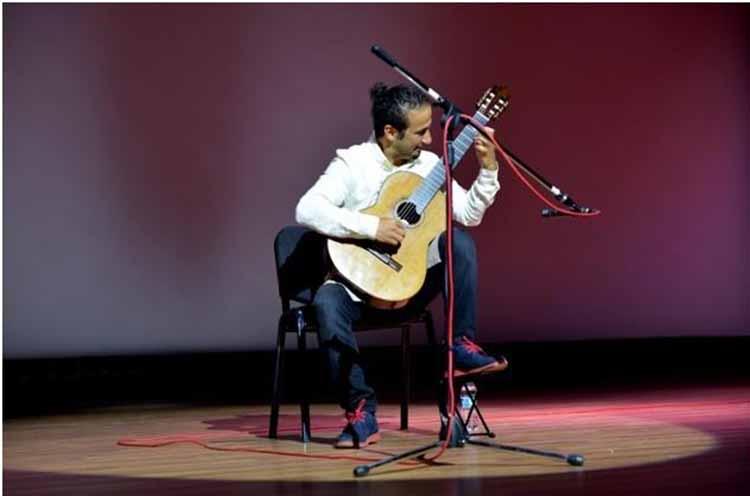İSTE MYDK Öğretim Görevlisi Okay Özdağ'dan Gitar Resitali