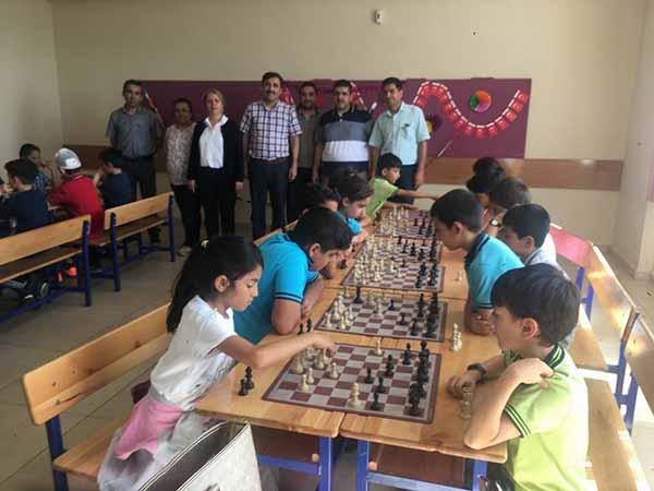 Denizcilerde İlköğretim okulları arasında satranç turnuvası düzenlendi