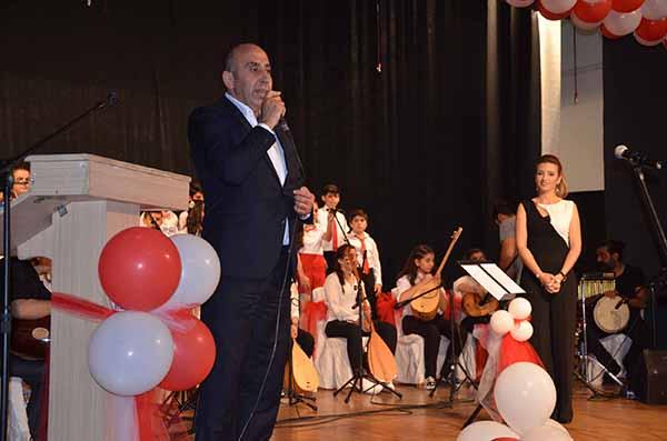 Gazi Ortaokulu'nun Türk Halk Müziği Konseri yoğun ilgi gördü