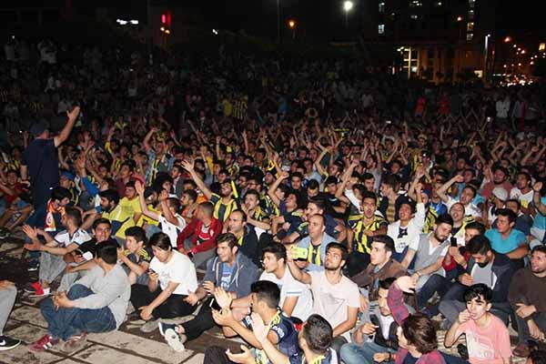 Fenerbahçe'nin Tarihi Başarısı İskenderun Atatürk Anıt Alanında Kutlandı
