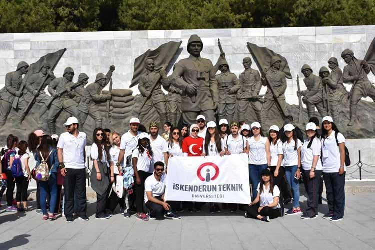 """İSTE öğrencileri """"dostluk"""" için Çanakkale'de"""