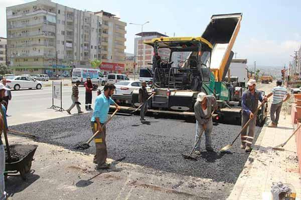 İskenderun İbrahim Karaoğlan Caddesi Servis yolu asfaltlandı