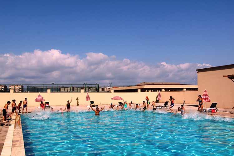 Ücretsiz yüzme kurslarına yoğun ilgi