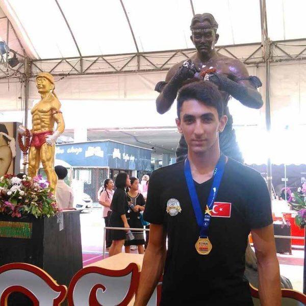 Dünya Muay Thai şampiyonasında İskenderun'lu Rahmetullah Yıldırım dünya 3.cüsü oldu