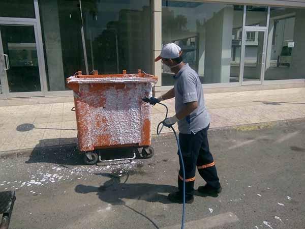 İskenderun'da Çöp Konteynerleri Dezenfekte Ediliyor