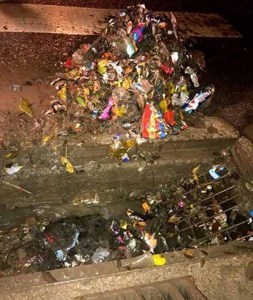 İskenderun'da Yağmursuyu Izgaraları Temizleniyor