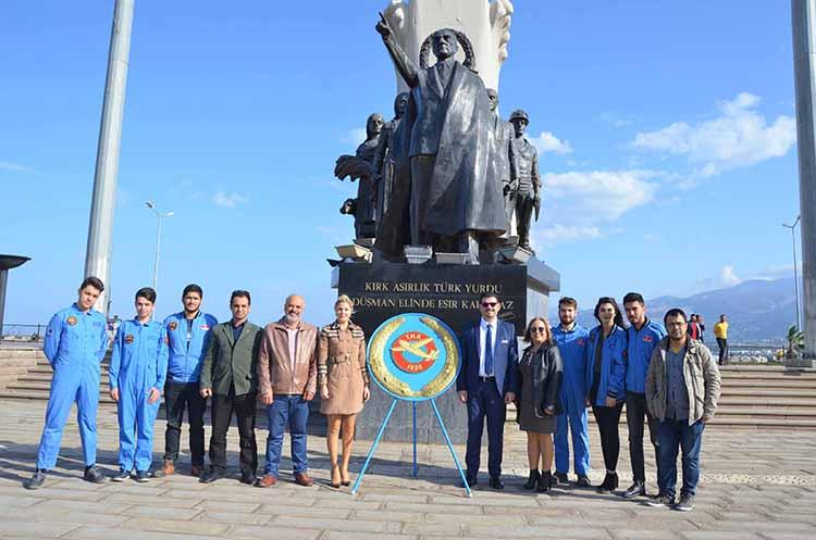THK İskenderun Şube yönetimi 93. Kuruluş Yıl dönümü nedeniyle Anıt alanına çelenk sundu