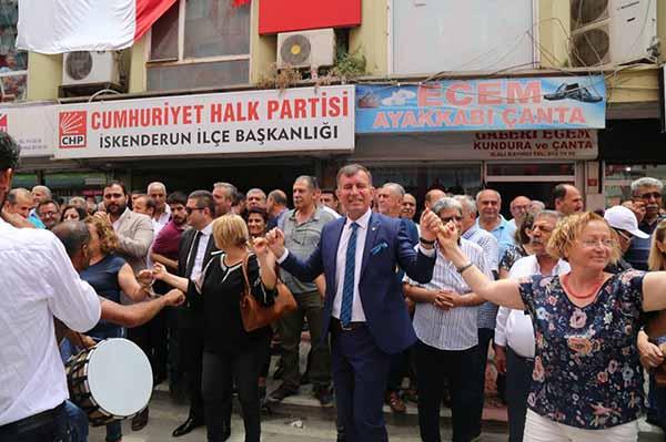 CHP'li Adaylar İskenderun'da Partililerle Kucaklaştı