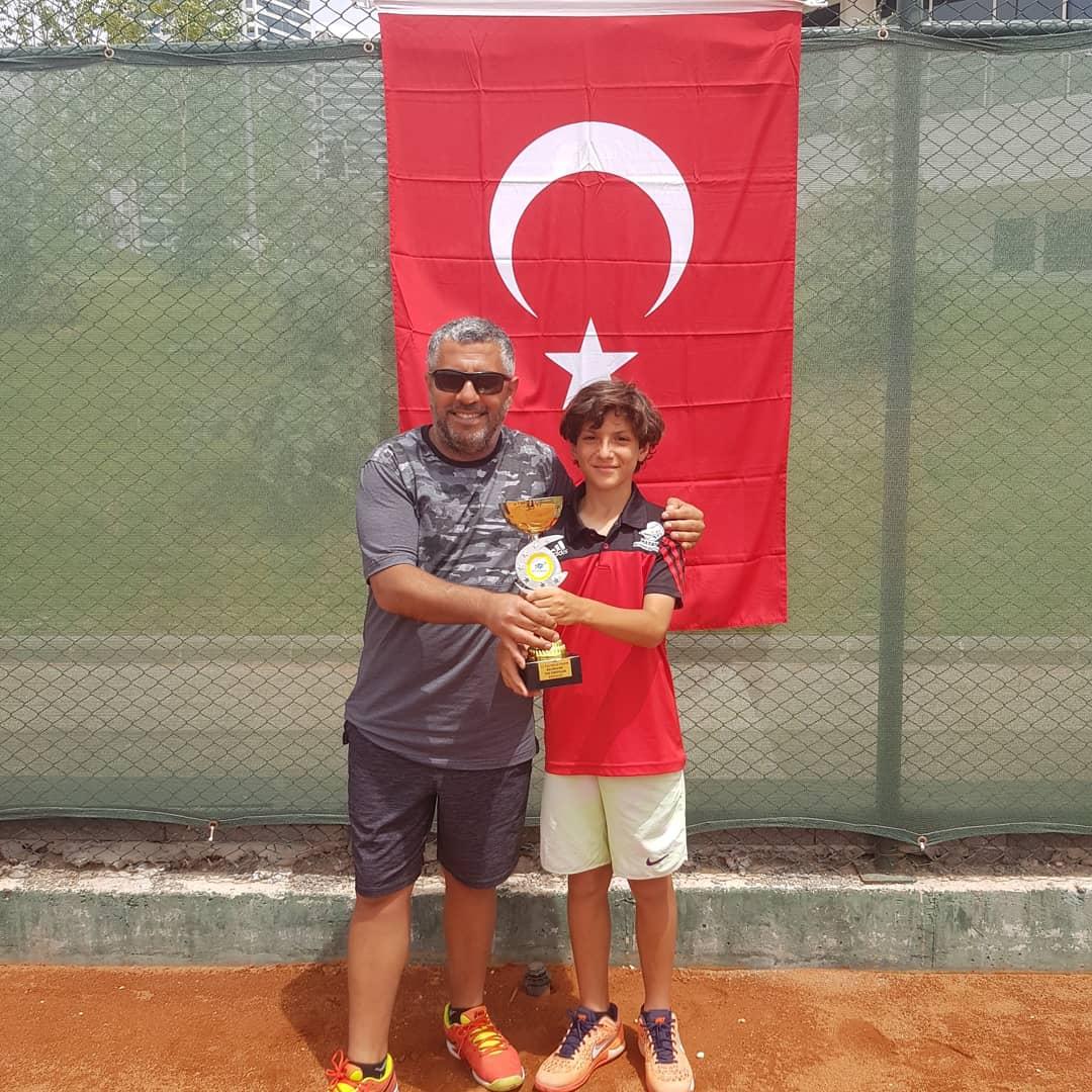Türk Tenisi Bir Yıldız Kazanıyor