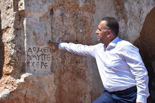 Altınözü'nde Roma Dönemime Ait Kaya Mezarları Gün Yüzüne Çıkıyor
