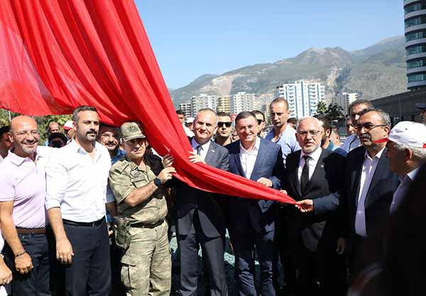 Şanlı Türk Bayrağı İskenderun'da Dalgalandı