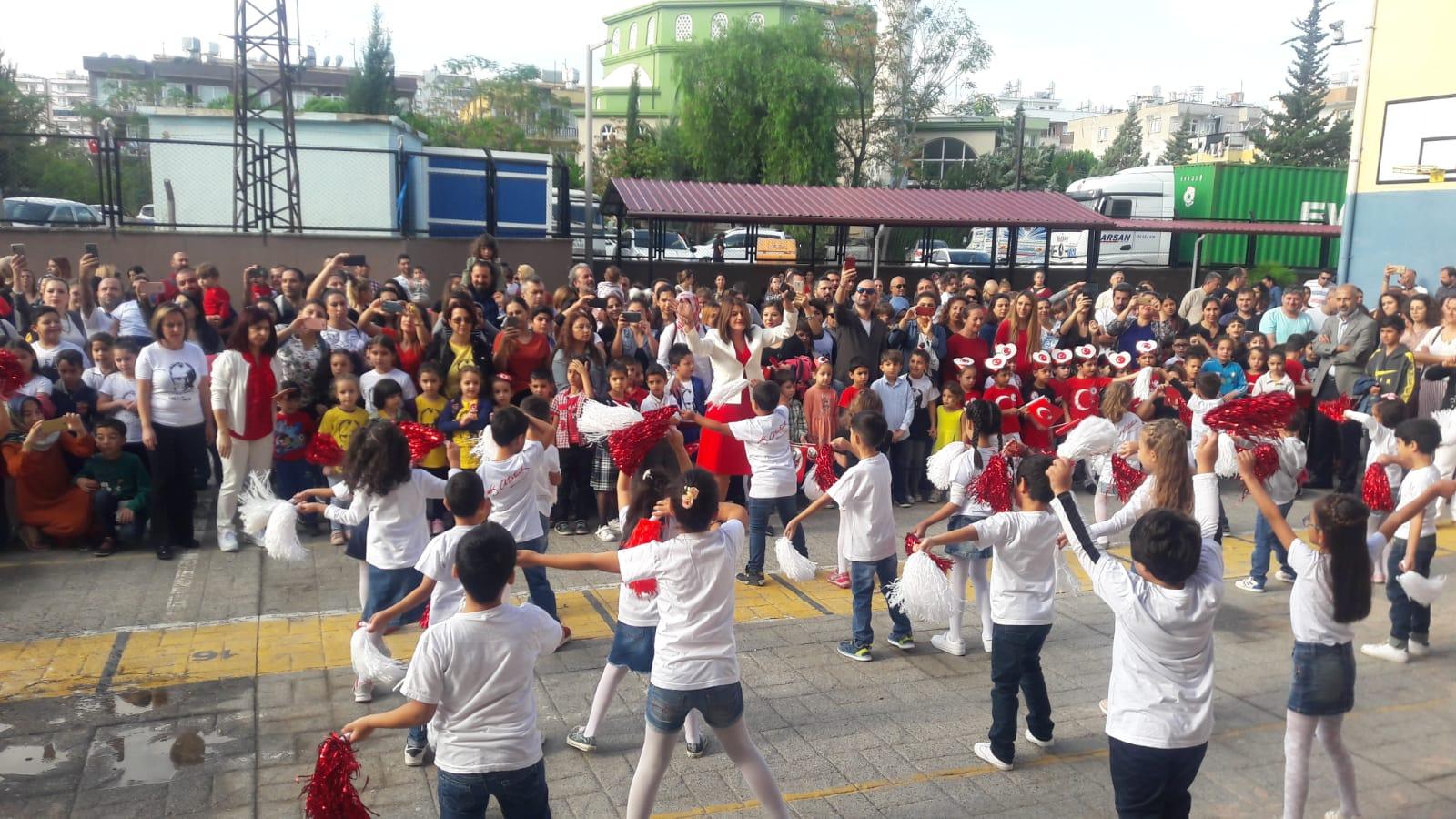 Hürriyet İlköğretim Okulu Cumhuriyet Bayramını Okulda Kutladı