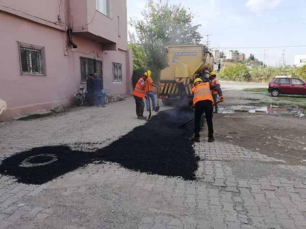 İskenderun'da Asfalt Yama Çalışmaları Devam Ediyor