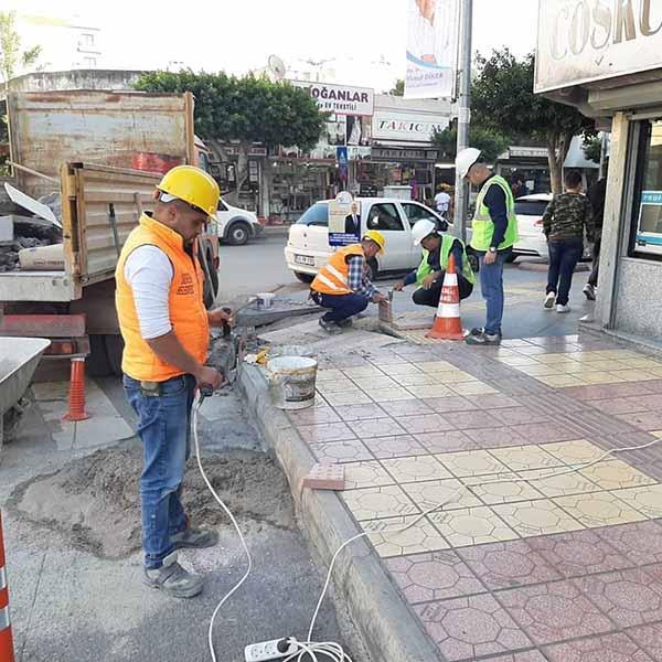 İskenderun Belediye Başkan Fatih Tosyalı: Kentteki Engelli Rampalarını Yeniliyoruz