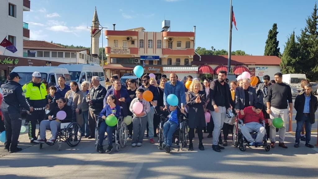 Engelli Çocuklar Engelsiz Bir Dünya İçin Yürüdü