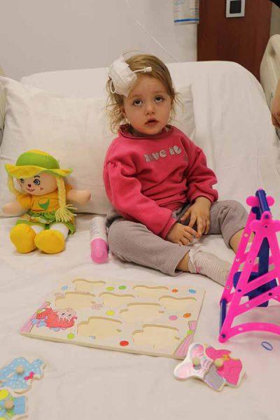 İki Yaşındaki Ayşe Sare Beyin Tümörü Ameliyatı Yapıldı