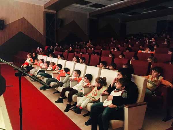 Pamuk Kreş öğrencileri Tiyatro izleyerek hayatı öğreniyor