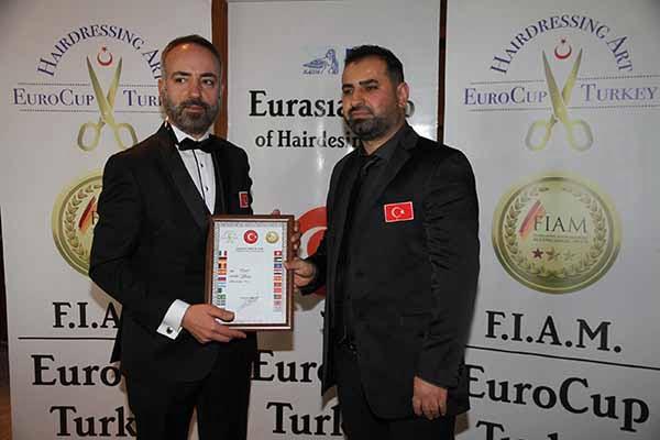 Türkiye'nin 45 ilinden kuaförler Adana'da buluştu