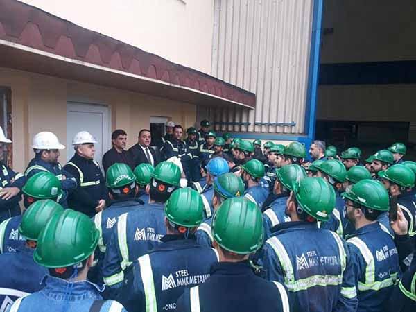 Özçelik-İş Sendikası MMK Metalurji Fabrikasında Toplu İş Sözleşme süreci hakkında işçilerle bir araya geldi