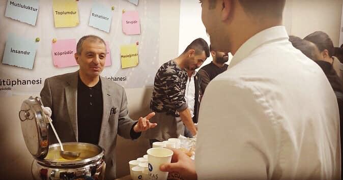 Türkay Dereli İSTE Kütüphanesinde öğrencilere çorba ikram etti