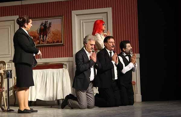 Dev Kadrolu oyun ve Yılın en eğlenceli komedisi