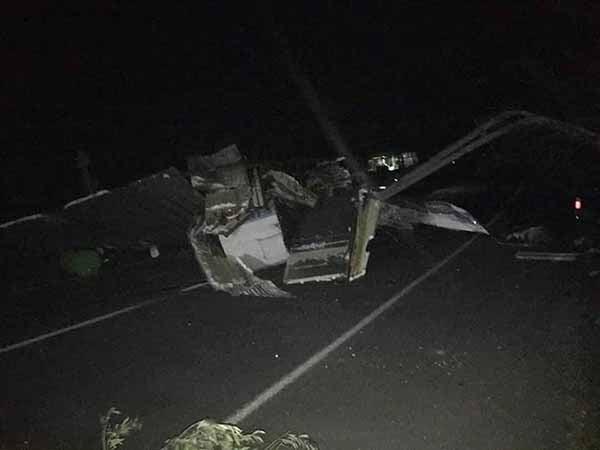 Kırıkhan'da Fırtına Çatıları Uçurdu