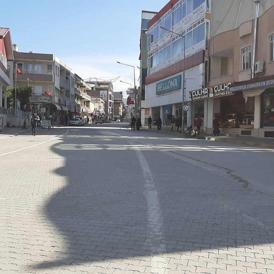 Hatay'da İlçelerin Ana Caddeleri Trafiğe Kapatıldı