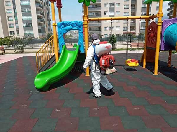 Çocuklara İzin Öncesi Parklar Dezenfekte Ediliyor