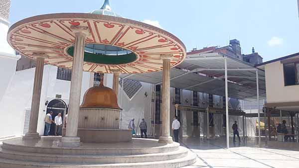 Kaptan Mehmet Paşa Cami Avlusuna Çelik Konstrüksiyon ile kapatıldı