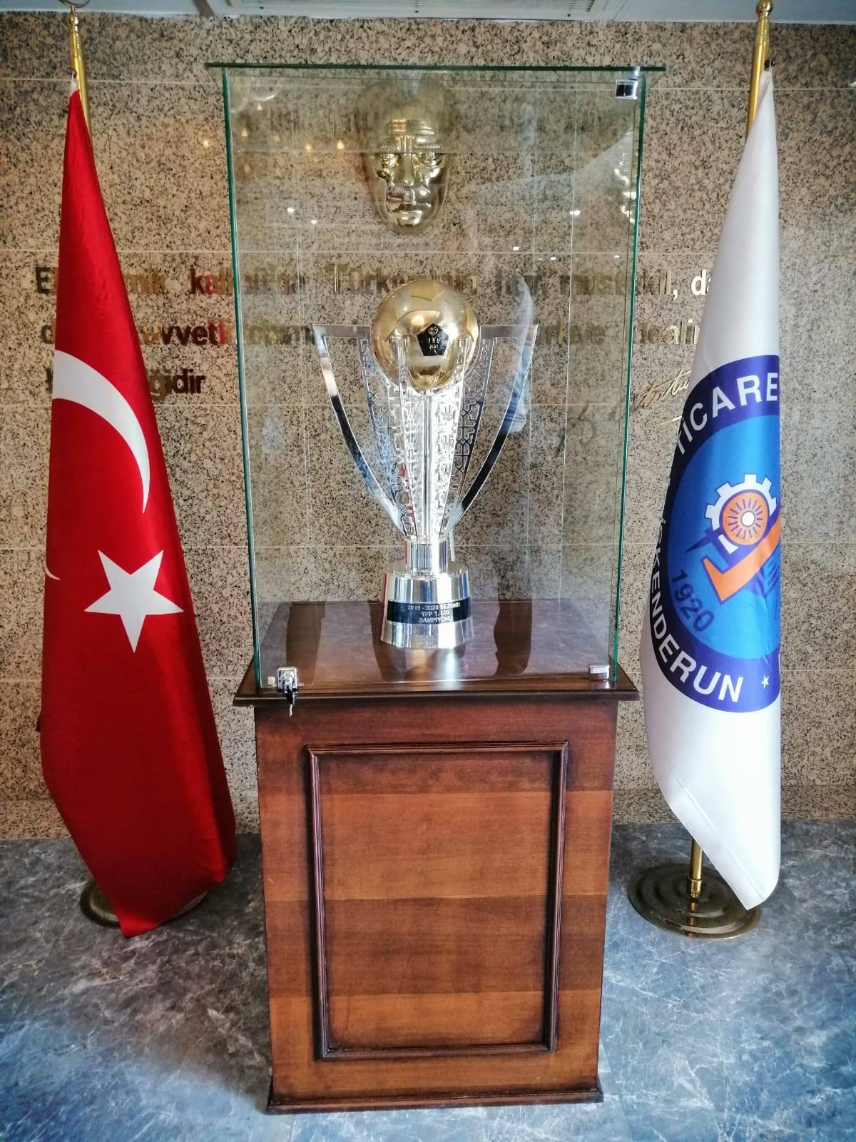 ATAKAŞ Hatay Spor'un Şampiyonluk Kupası İTSO'da Ziyarete Açıldı