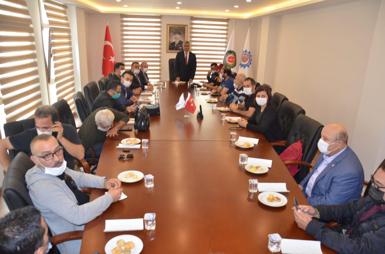 Özçelik İş Sendikası İskenderun şubesi Başkanı Mehmet Güngör  yeni binasında gazetecileri ağırladı