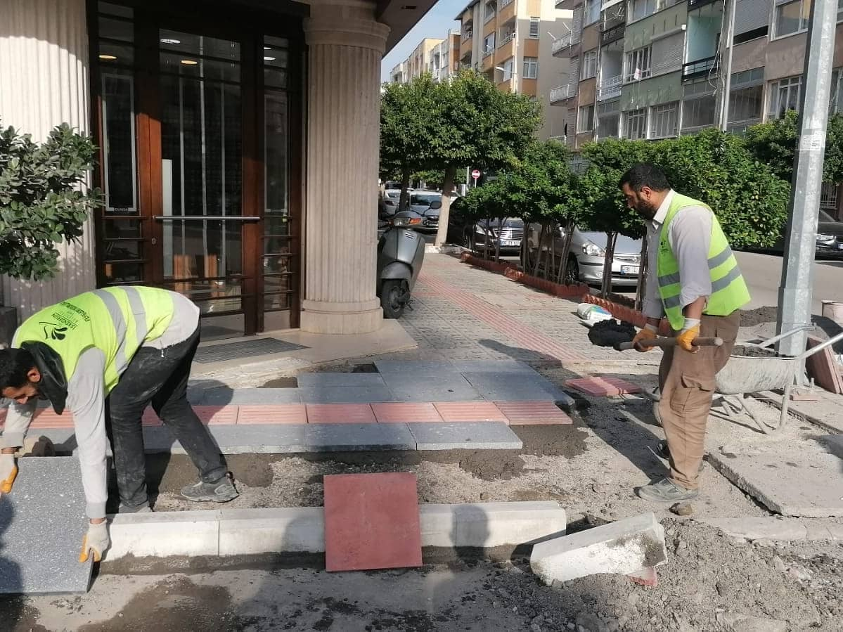 İskenderun'da Kaldırım Yenileme Çalışmaları Devam Ediyor