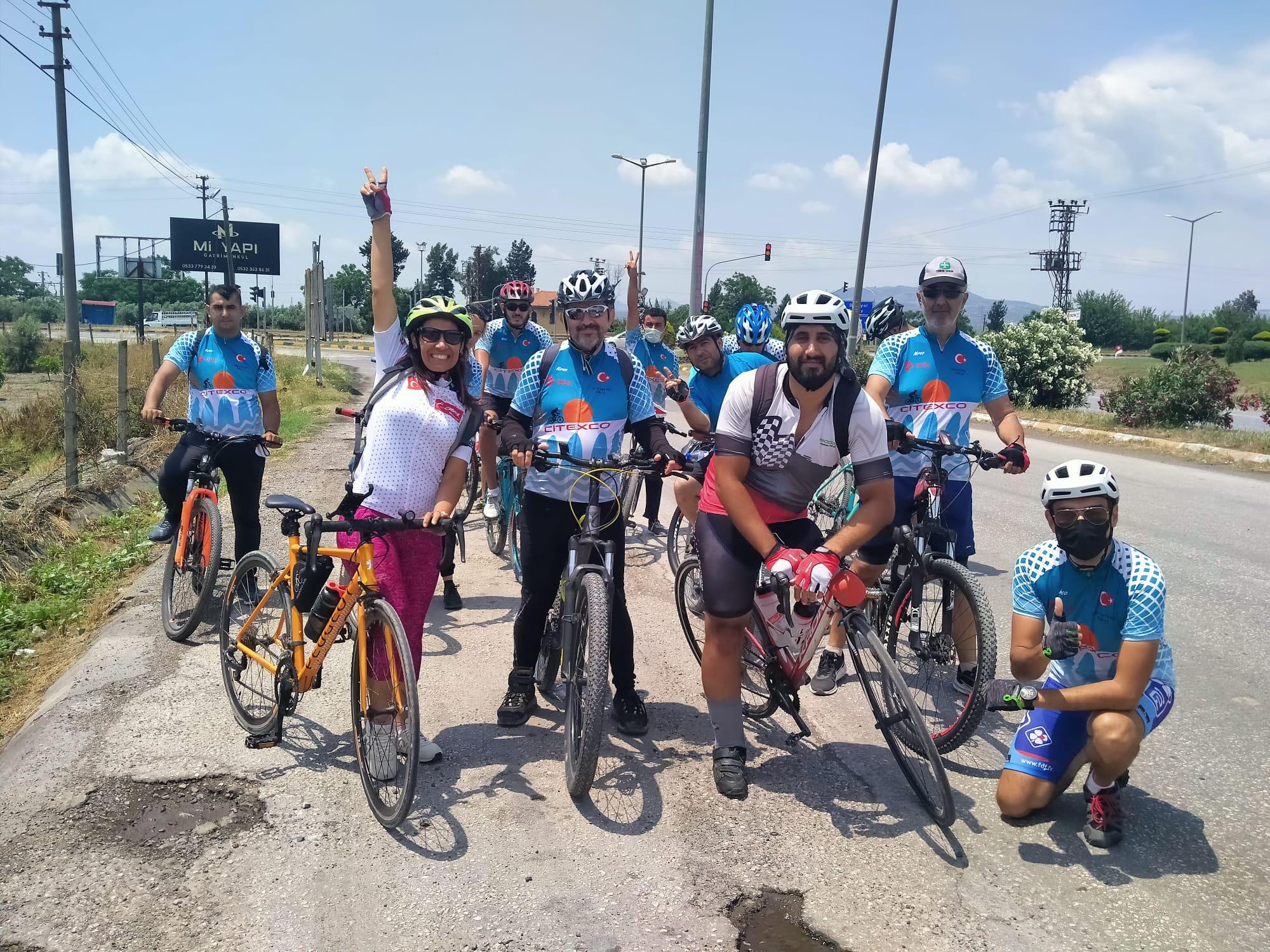 Engelli Ahmet Dönmez tek ayağıyla sürdüğü bisikletiyle Erzin'de arkadaşlarıyla buluştu!
