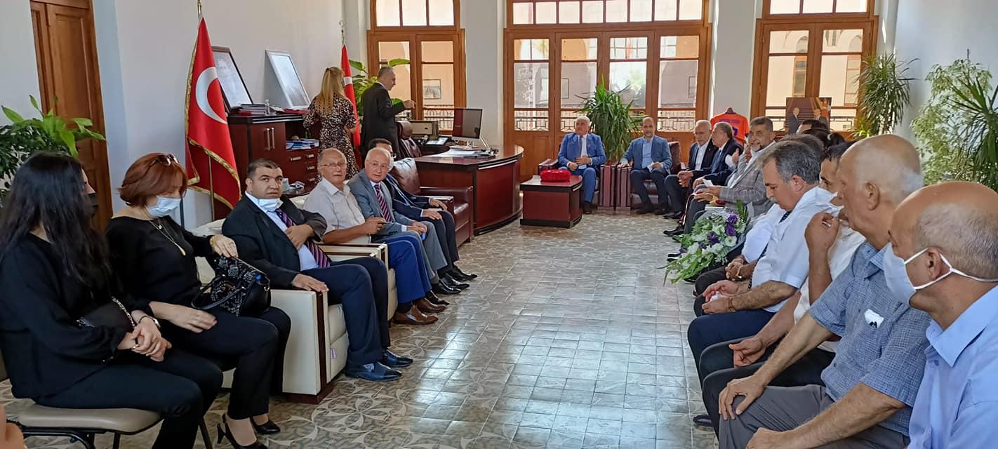 Yılın Ahisi seçilen Esnaf Behzat Böke Esnaf Oda Başkanları ile Birlikte Kaymakam Yönden ve Belediye Başkanı Tosyalı'yı Makamında Ziyaret Etti